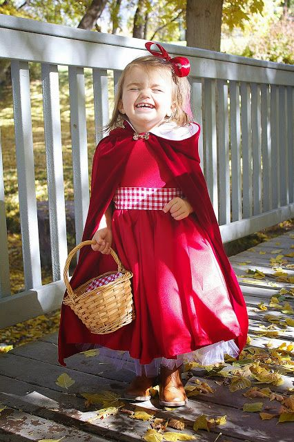 Gratis Fasching Schnittmuster - DIY: Little Red Riding Hood Costume