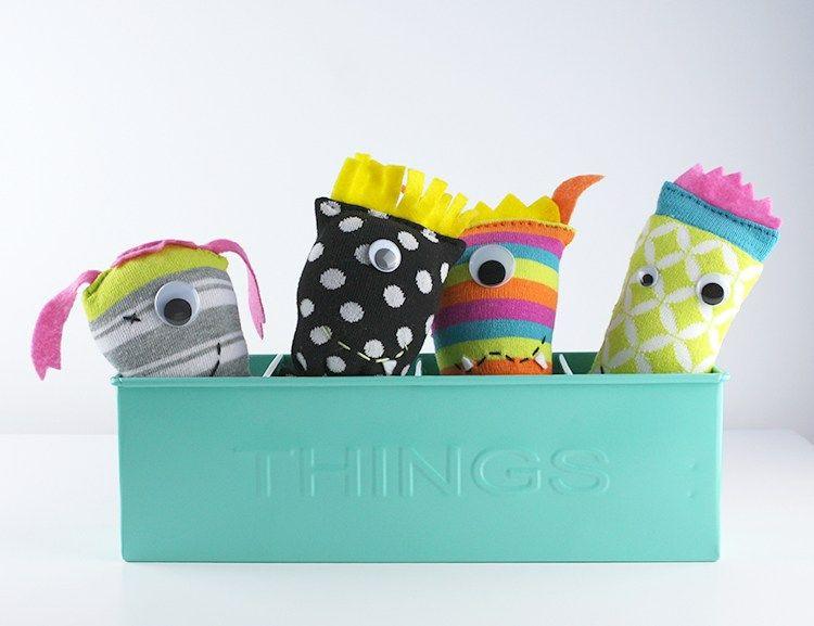 Gratis Spielsachen Schnittmuster - DIY Sock Monsters