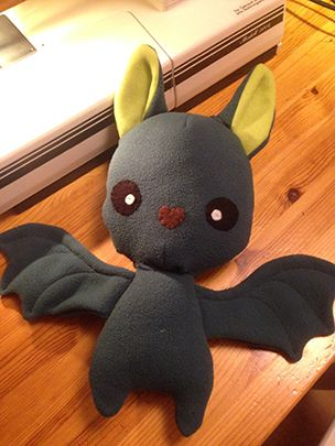 Gratis Spielsachen Schnittmuster - Bat Plush – eine deutsche Anleitung